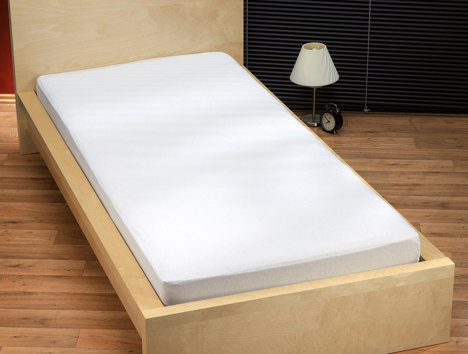 High quality fitted sheet to protect mattress from wetness