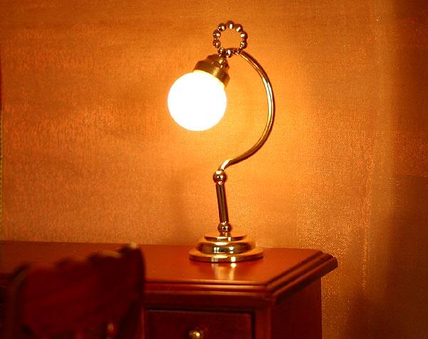 wundersch ne schreibtischlampe f r puppenhaus 1 12. Black Bedroom Furniture Sets. Home Design Ideas